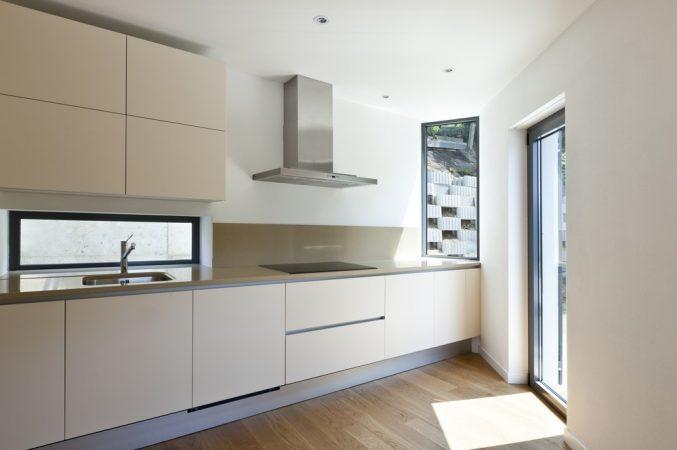 Дизайн кухні у стилі мінімалізм фото UrbanWood -3